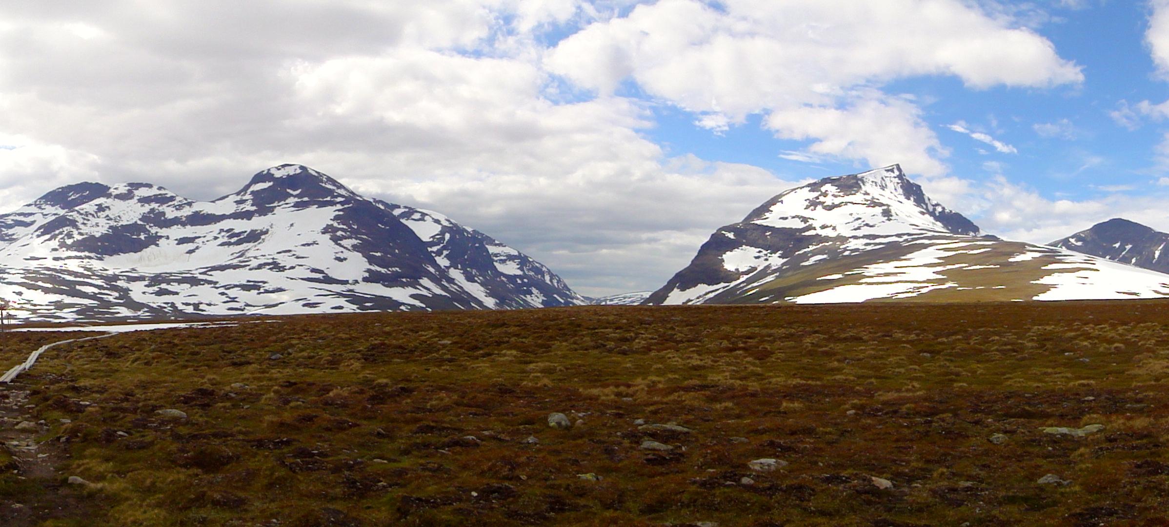 Syterpasset med Södra Sytertoppen 1685m till vänster och Norra Sytertoppen 1768m till höger. Foto: Mattias Skantz